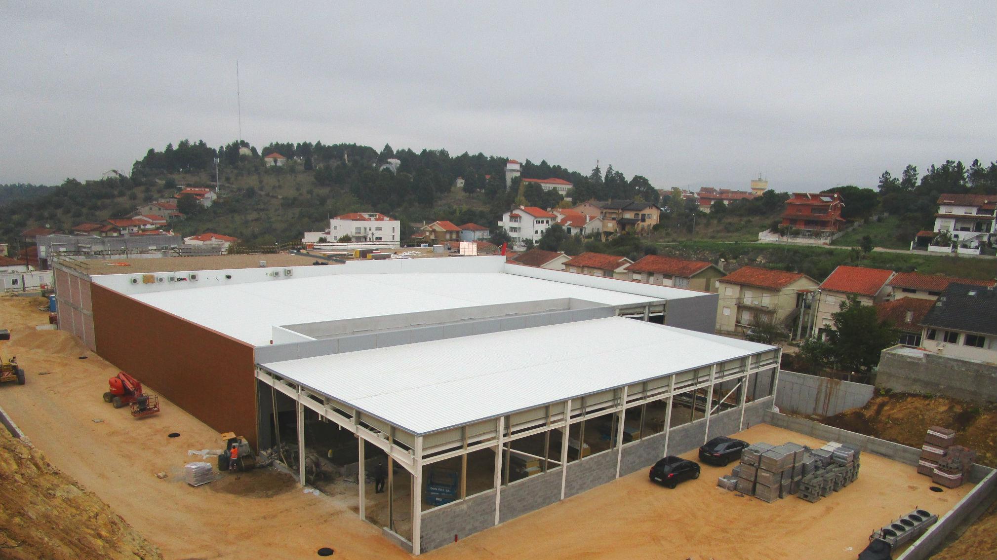 Fiscalização de edifício comercial em Coimbra. Aproxima-se o final da Obra